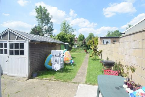 4 bedroom semi-detached house to rent - London, UB6