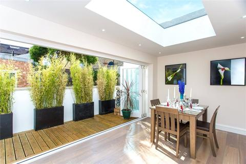 4 bedroom house to rent - Hannell Road, London