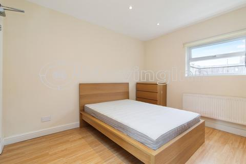 House share to rent - Werndee Road, London, SE25