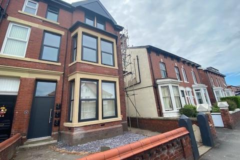 2 bedroom apartment to rent - 31 St. Davids Road North, Lytham St. Annes, Lancashire, FY8