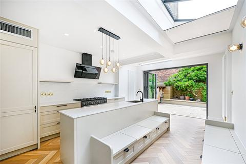 3 bedroom terraced house to rent - Whittingstall Road, London, SW6