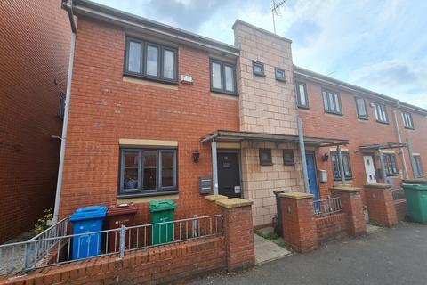 3 bedroom terraced house to rent - Reilly Street, Hulme, Manchester. M15 5NB