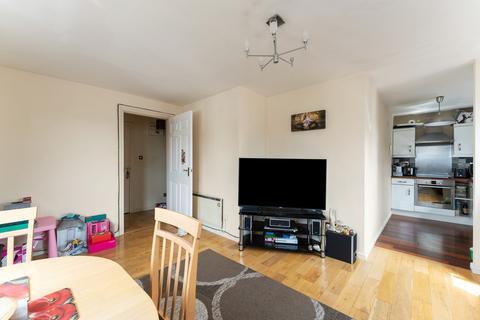 2 bedroom apartment to rent - Cedar Close, Buckhurst Hill