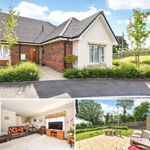 2 bedroom bungalow for sale - Blenheim Court, Farnham Road, Liss, Hampshire, GU33