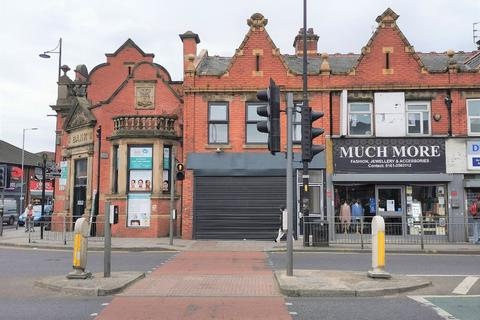 Property to rent - Stockport Road, Longsight, Manchester, M12
