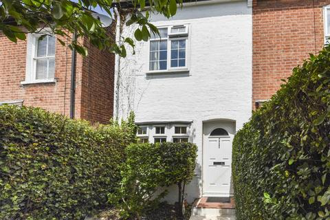 2 bedroom cottage for sale - Radnor Gardens, Twickenham