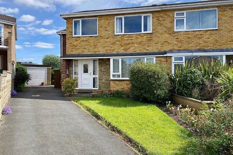 4 bedroom semi-detached house for sale - Hepworth Close, Mirfield, WF14