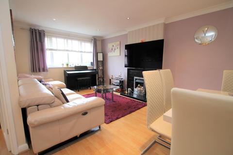 2 bedroom maisonette to rent - Stanwell Road, Ashford