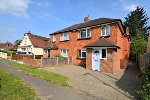 4 bedroom semi-detached house for sale - Avenue Gardens,, Horley, Surrey