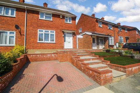 2 bedroom semi-detached house for sale - Stratton Road, Romford, RM3