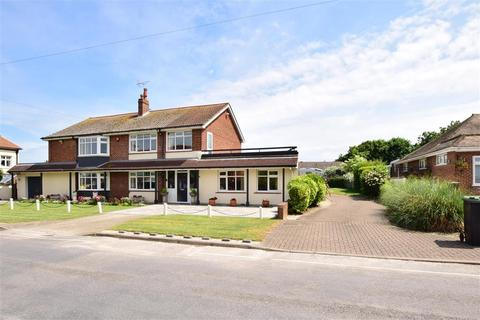 4 bedroom detached house for sale - Kingsgate Avenue, Kingsgate, Broadstairs, Kent