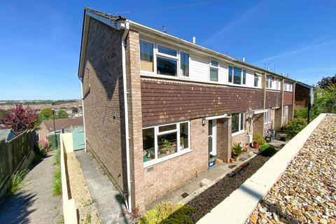 3 bedroom end of terrace house for sale - Queensdown Gardens, Bristol, BS4 3JF