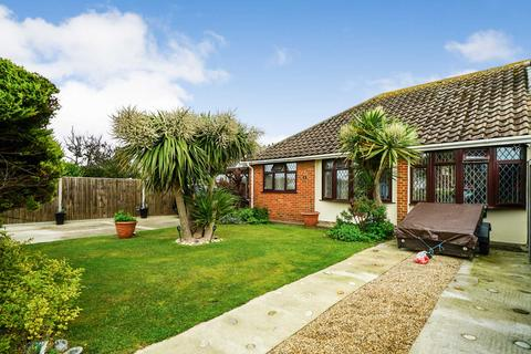 2 bedroom semi-detached bungalow for sale - Gill Way, Selsey