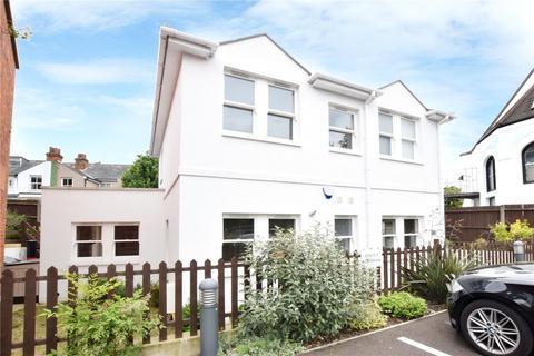 3 bedroom detached house for sale - Police Station Lane, Bushey, Hertfordshire, WD23