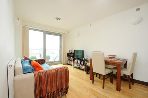 2 bedroom flat to rent - Bridges Court Road London SW11
