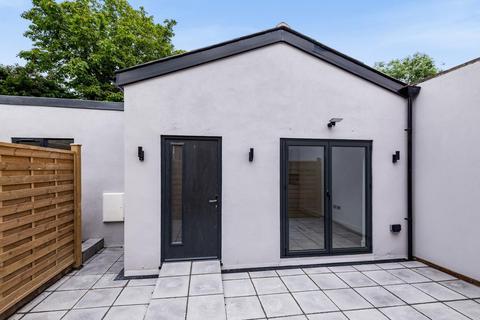 2 bedroom detached house for sale - Durham Road, Raynes Park