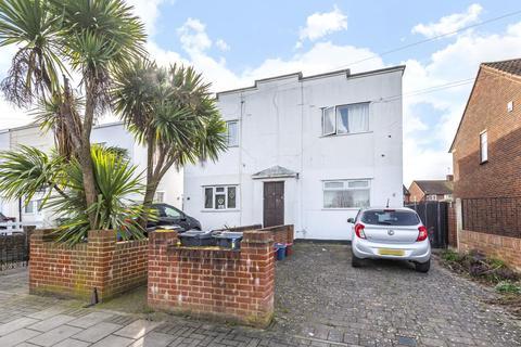 2 bedroom maisonette for sale - Feltham,  Middlesex,  TW13