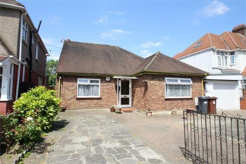 3 bedroom detached bungalow for sale - Sutton Lane, HOUNSLOW, Middlesex