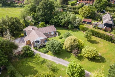 4 bedroom detached bungalow for sale - The Street, Bolney