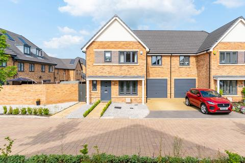 3 bedroom semi-detached house for sale - Victoria Close, Welwyn Garden City