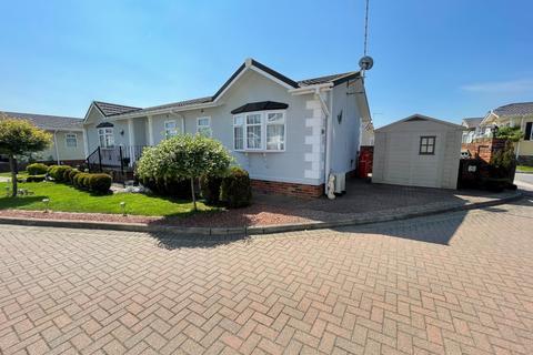 3 bedroom park home for sale - Hawthorn Close, Hayes Country Park, Battlesbridge,  Essex