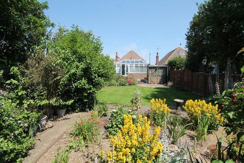 2 bedroom detached bungalow for sale - Hawkins Road, Shoreham-by-Sea