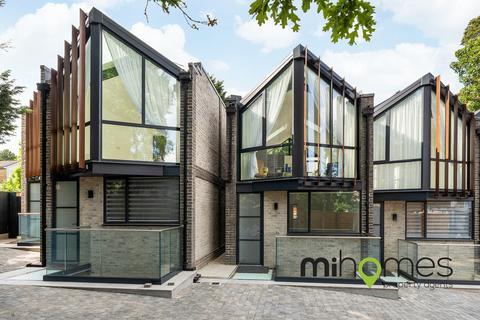 4 bedroom mews to rent - Shanti Close, Enfield - The Villas