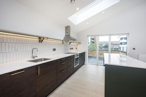 3 bedroom apartment to rent - London Road, Hounslow