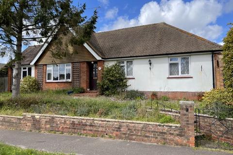 3 bedroom detached bungalow for sale - Highlands Close, Hassocks, West Sussex, BN6 8LD