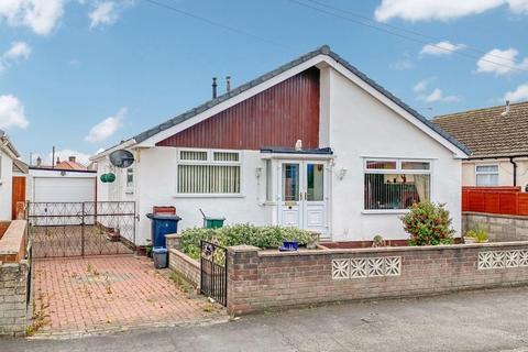 2 bedroom detached bungalow for sale - Cader Avenue, Rhyl