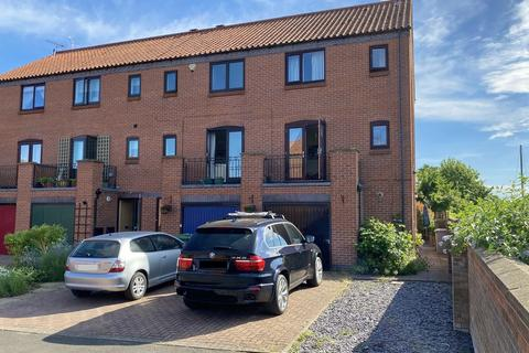3 bedroom end of terrace house for sale - Brewers Wharf, Newark