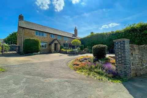 4 bedroom farm house for sale - Manor Farm House, 61 Orchard Street, Daventry, NN11 9EU