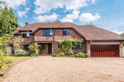 4 bedroom detached house for sale - No onward chain - Stonehill Road, Headley Down