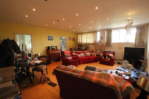 2 bedroom flat to rent - Leckhampton Road, Via Church Road To Rear, Leckhampton, Cheltenham