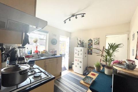 2 bedroom apartment to rent - Upper Floor Two Bedroom Flat to Let, Hoe Street ,Walthamstow - (£1,175pcm)