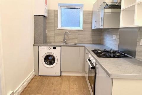 Studio to rent - Church Hill, Walthamstow Central, London E17