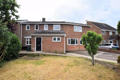 3 bedroom end of terrace house for sale - Linnet Drive, Aylesbury