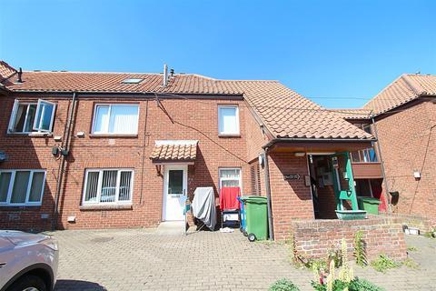 2 bedroom flat for sale - Southgate, Hessle