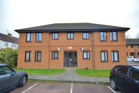 1 bedroom apartment to rent - Cavalier Close, Luton