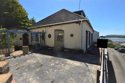 3 bedroom detached bungalow for sale - Tripenhad Road, Ferryside