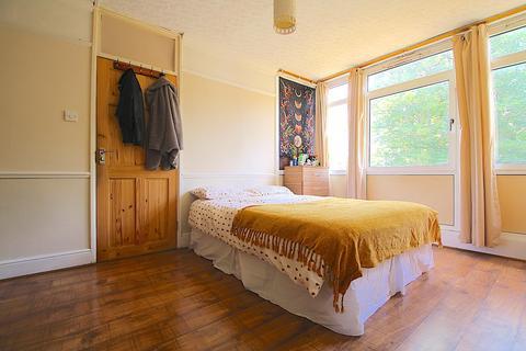 4 bedroom flat to rent - Leopold Street, London