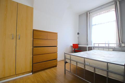 6 bedroom house share to rent - Portree Street, London