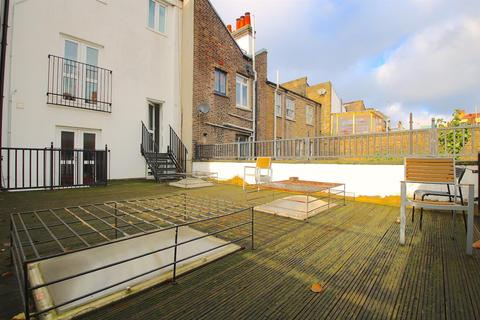 3 bedroom flat to rent - Cannon Street Road, London