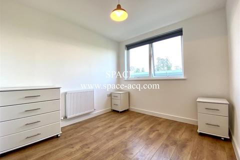 1 bedroom in a house share to rent - Flat Share at Tower Point, Sydney Road, Enfield