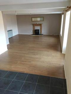 2 bedroom flat for sale - Main Street, Pembroke, Pembrokeshire, SA71