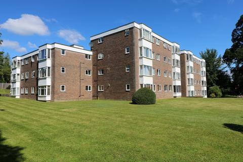 2 bedroom flat for sale - Heath Road, Haywards Heath, RH16