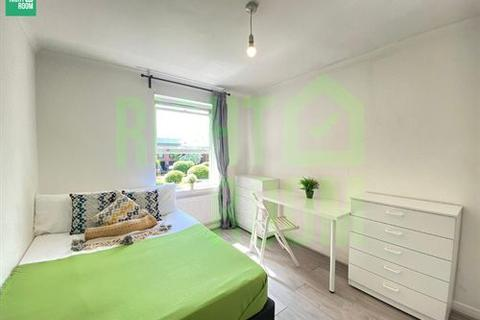 3 bedroom apartment to rent - Crofters Way, NW1 0XJ