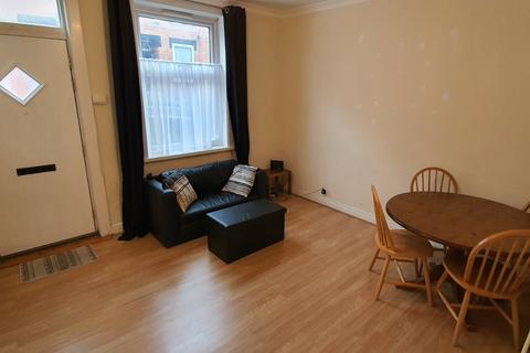 3 bedroom terraced house to rent - Burley Lodge Terrace, Hyde Park, LS6