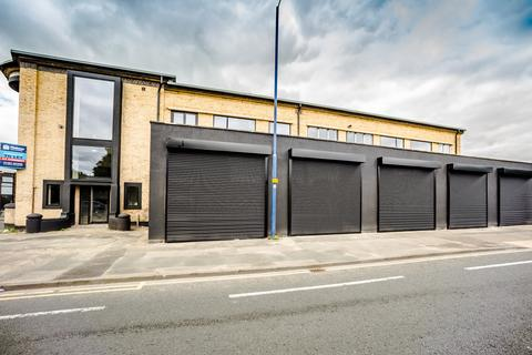 Retail property (out of town) to rent - White Abbey Road, Bradford BD8