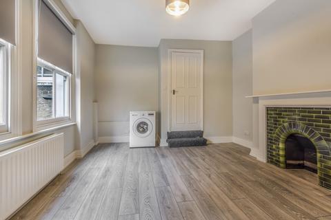 4 bedroom flat to rent - Mitcham Road London SW17